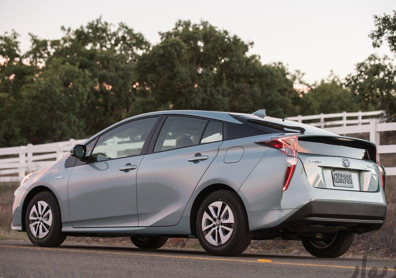 مشخصات Toyota Prius