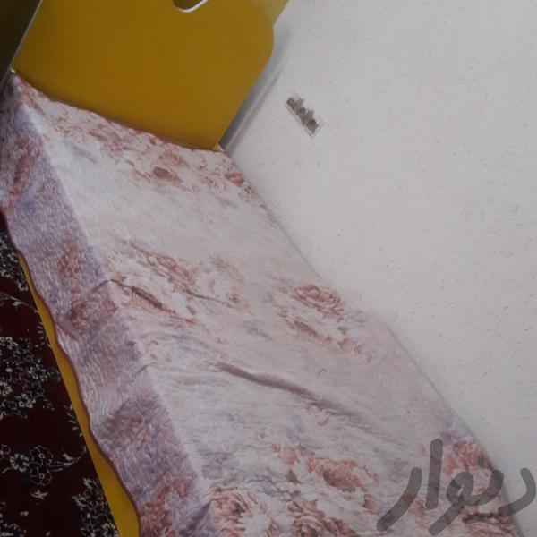 دراور کتابخانه وتخت یک نفره تخت و اتاق خواب مشهد مصلی دیوار