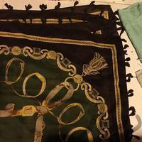روسری مارک بلگاری رنگ سبز تیره لباس کرج_عظیمیه دیوار