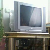 تلویزیون ال جی با میز تلویزیون و پروژکتور کرج_شاهین ویلا دیوار