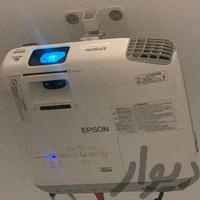 ویدیو پروژکتور مناسب منزل با محیط پرنور